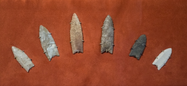Clovis_spearpoints_-_Cleveland_Museum_of_Natural_History