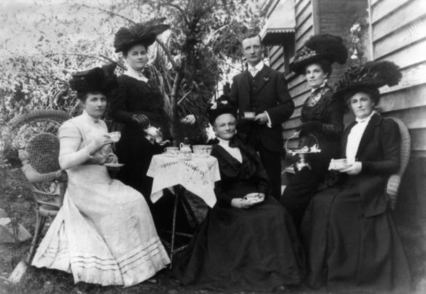 StateLibQld_1_102032_Afternoon_tea_in_the_garden,_Gympie,_ca._1907